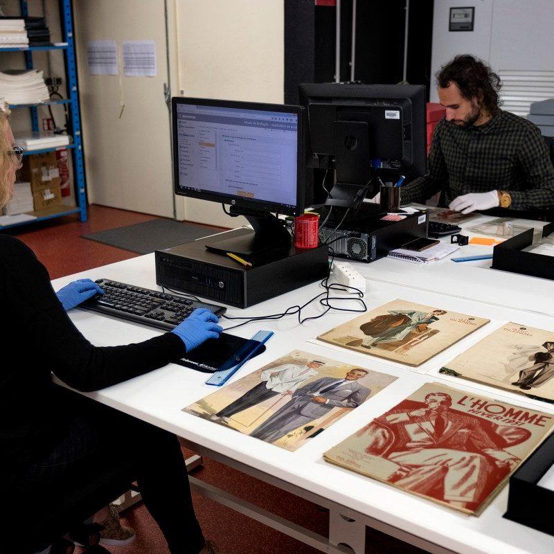 Le récolement lors du chantier des collections arts graphiques externalisé – CC BY SA – Cliché A. Amet, photothèque musée de Bretagne